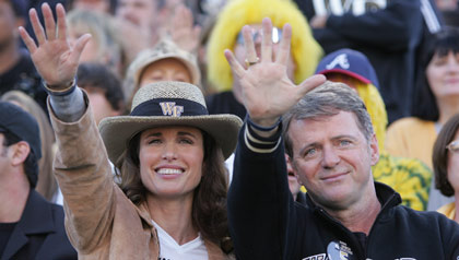 Andie MacDowell and Aidan Quinn as Maryanne and Steve Abbate in The Fifth Quarter