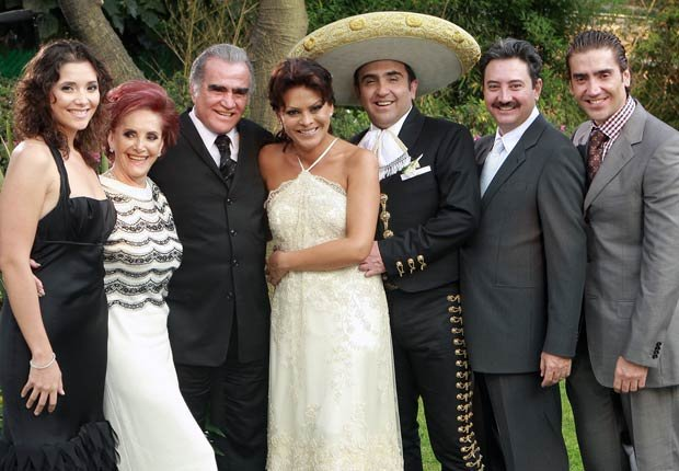 Vicente Fernández and María del Refugio Abarca - Parejas hispanas de celebridades