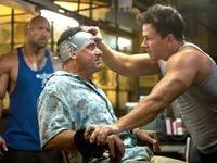 Dwayne Johnson 'The Rock' (izq.) y Mark Wahlberg (der.) protagonizan la película 'Gain & Pain'.