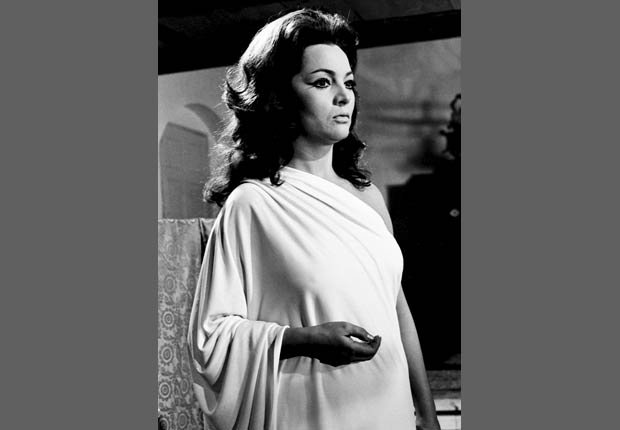 La actriz española Sara Montiel durante la filmación de la película La Mujer Perdida, 1971.