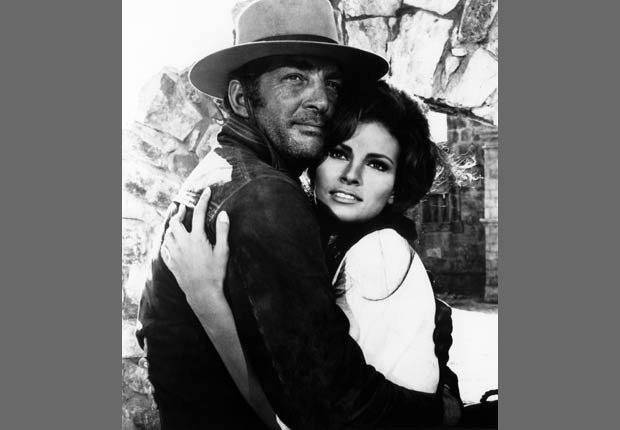 Raquel Welch con Dean Martin en ¡Bandolero!, 1968