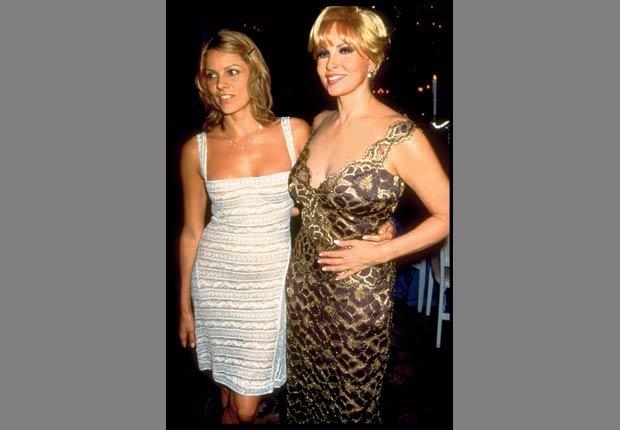 Raquel Welch con su hija Tahnee en una fiesta para celebrar el debut de Raquel en el musical de Broadway, Víctor, Victoria, 1997