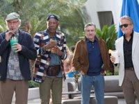 Kevin Kline, Morgan Freeman, Robert Deniro y Michael Douglas en la película Last Vegas.