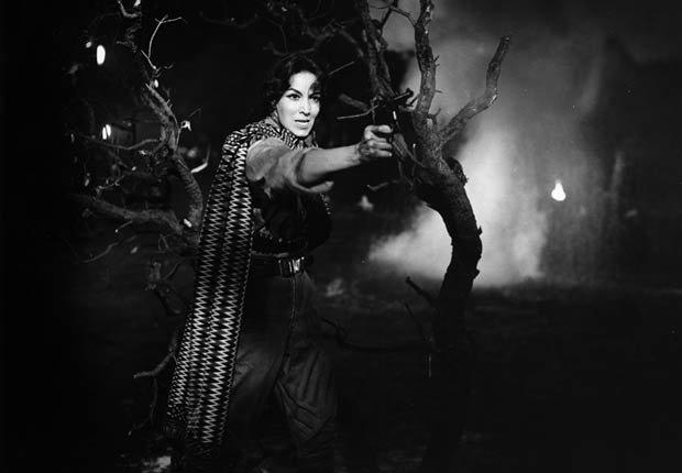 María Félix en La Cucaracha, 1959 - 10 películas clásicas mexicanas con María Félix.