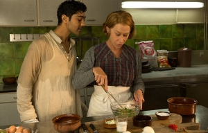 Manish Dayal y Helen Mirren protagonizan la película The Hundred Foot Journey. - Estas películas son para usted esta temporada