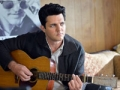 Blake Rayne como Elvis en la película The Identical