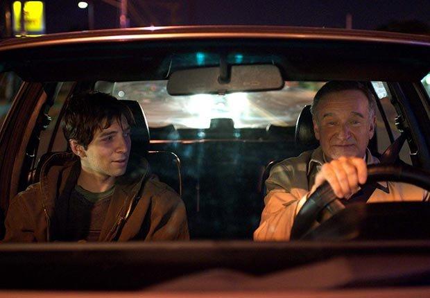 Robin Williams y Bob Odenkirk en una escena de la película Boulevard