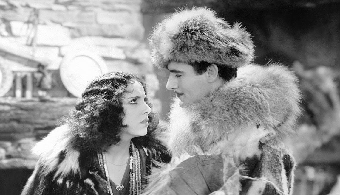 Versión en español de Men of the North, Gilbert Roland - Actores hispanos en Hollywood