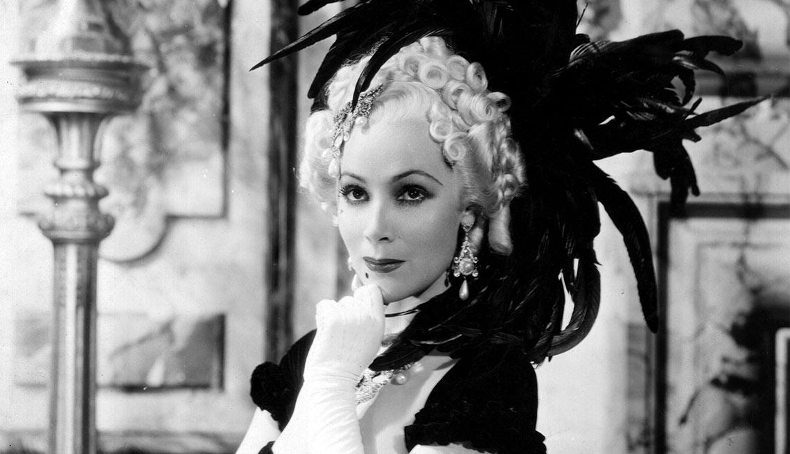 Dolores del Río como Madame Du Barry - Actriz de la época dorada del cine mexicano y Hollywood