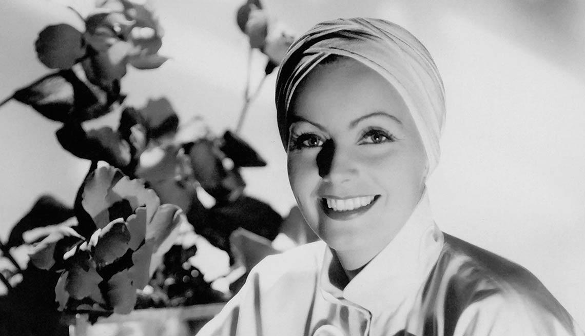 Una sonrisa seductora - Greta Garbo, recuento de su carrera en imágenes