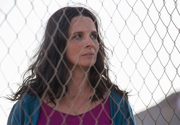 Juliette Binoche como María Segovia en Los 33 - 5 años después del rescate de los 33 mineros chilenos