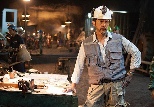 Lou Diamond Phillips como Luis Urzúa en Los 33 - 5 años después del rescate de los 33 mineros chilenos