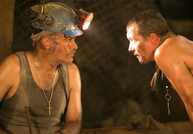 Marco Trevino como José Henríquez en Los 33 - 5 años después del rescate de los 33 mineros chilenos