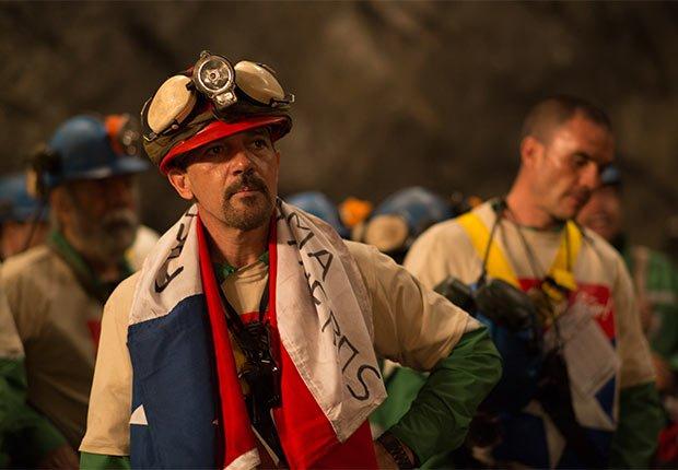 El actor Antonio Banderas como Mario Sepúlveda en Los 33 - 5 años después del rescate de los 33 mineros chilenos