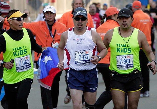 El minero Edison Peña corriendo en el maratón de Nueva York - 5 años después del rescate de los 33 mineros chilenos