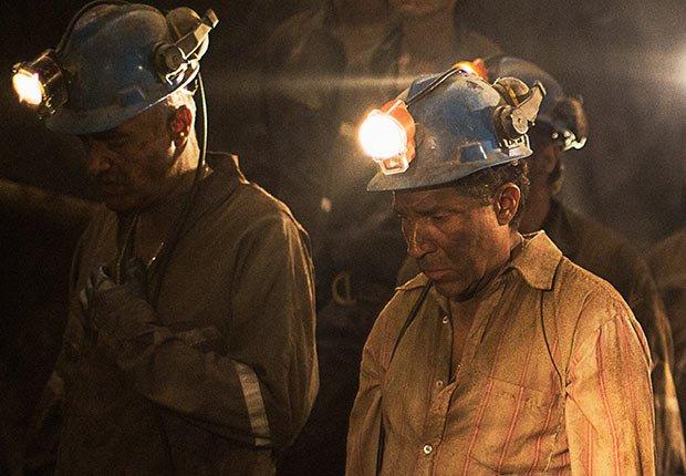 Oscar Núñez como Yonni Barrios en Los 33 - 5 años después del rescate de los 33 mineros chilenos