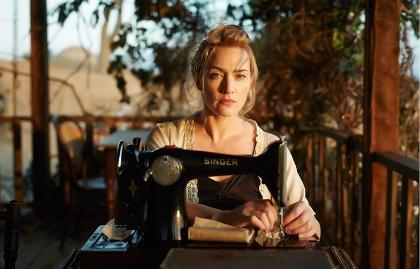 Kate Winslet en una escena de la película The Dressmaker