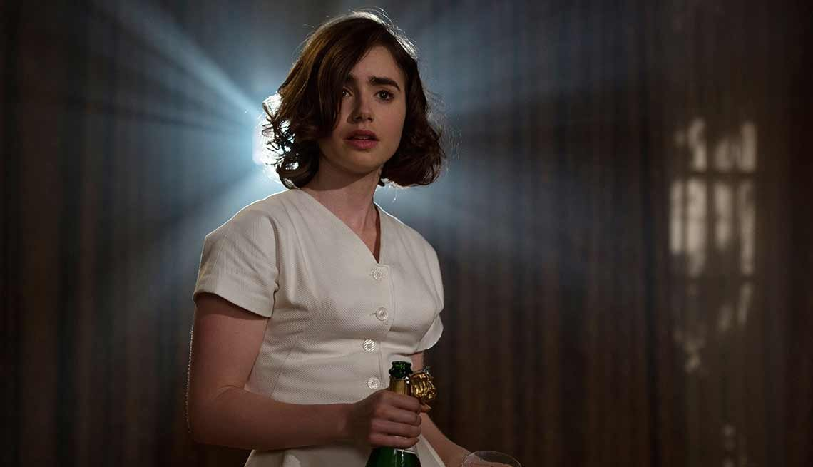 Lily Collins en una escena de la película Rules Don't Apply