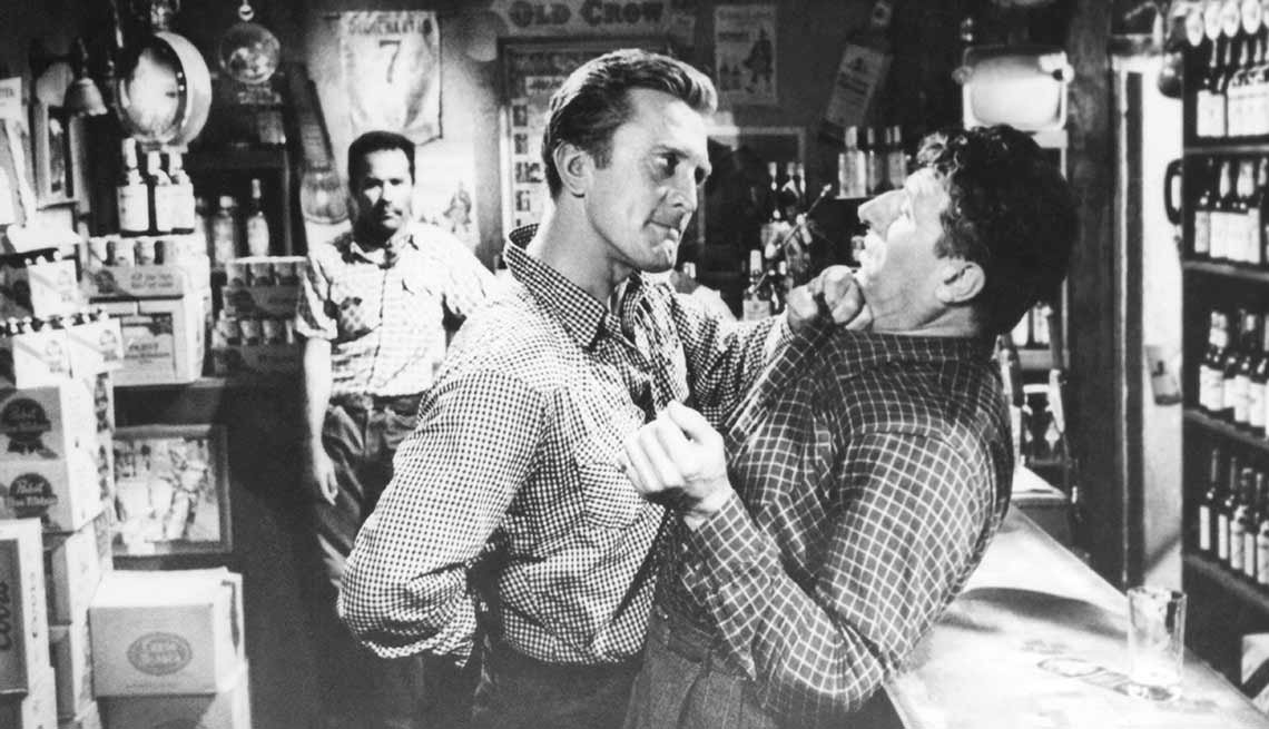 item 12 of Gallery image - Kirk Douglas cumple 100 años - En una escena de la película Lonely Are The Brave