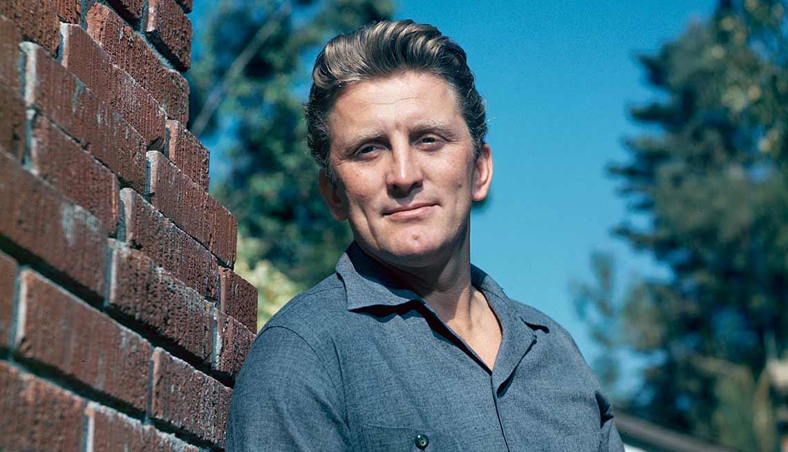 item 1 of Gallery image - Kirk Douglas cumple 100 años, foto en 1955