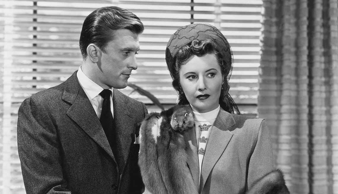 item 2 of Gallery image - Kirk Douglas cumple 100 años - En una escena de la película The Strange Love of Martha Ivers de 1946