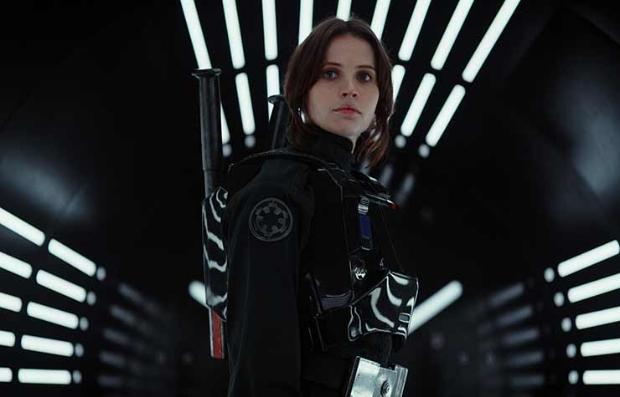 Felicity Jones en una escena de Rogue One: A Star Wars Story