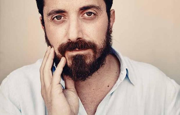 Retrato del director de cine chileno Pablo Larraín
