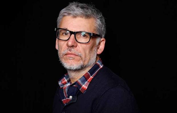 Retrato de Paddy Breathnach, director de cine irlandés - Película Viva