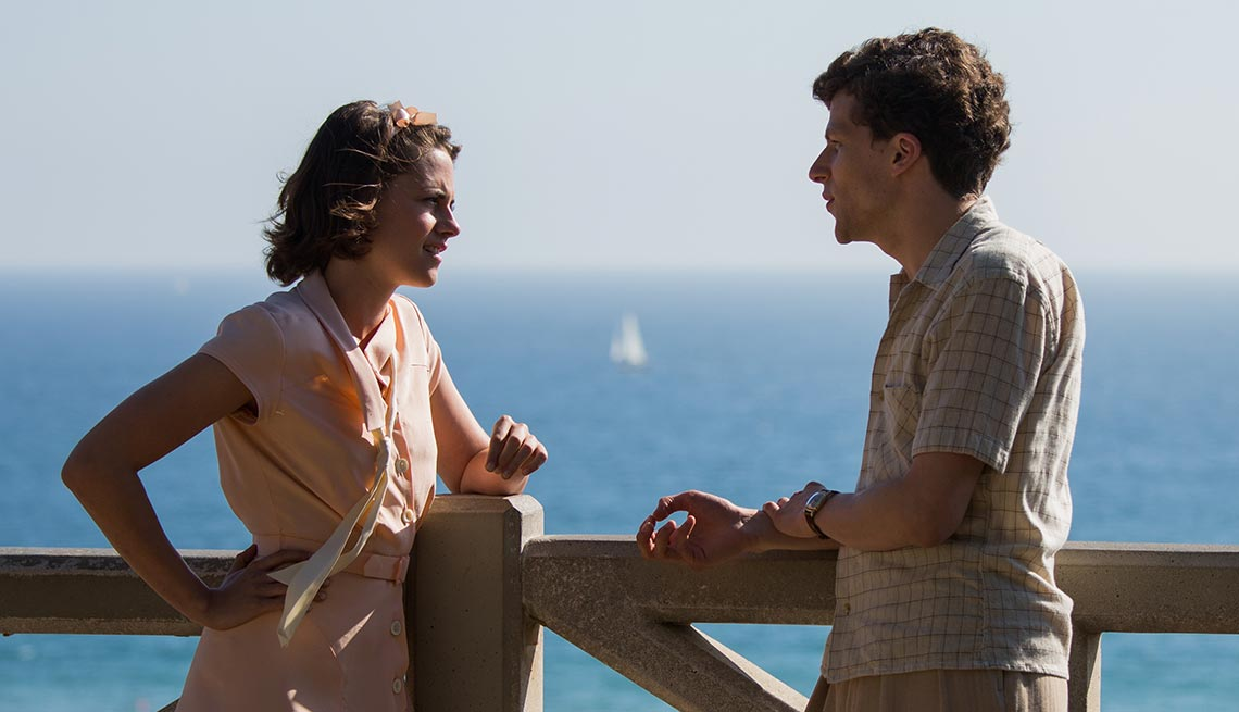 Kristen Stewart y Jesse Eisenberg en 'Cafe Society' - Películas para ver en los estrenos de verano 2016