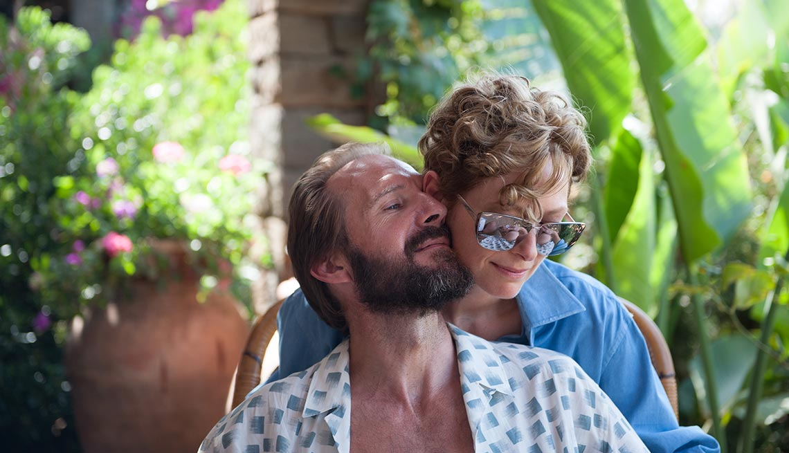 Ralph Fiennes y Tilda Swinton en una escena de A Bigger Splash