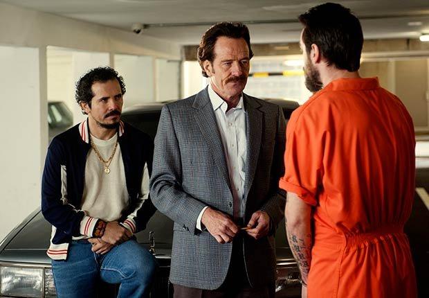 John Leguizamo y Bryan Cranston en 'The Infiltrator' - Películas para ver en los estrenos de verano 2016