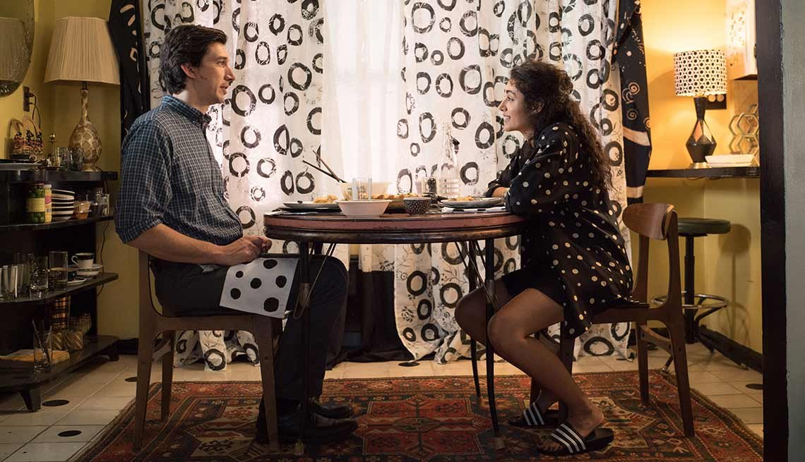 Adam Driver y Golshifteh Farahani en una escena de la película Paterson