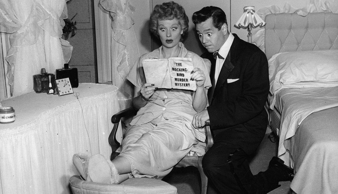 Escena de I Love Lucy con Lucille Ball y Desi Arnaz