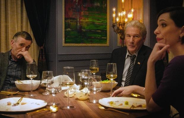 Steve Coogan, Richard Gere y Rebecca Hall en una escena de The Dinner, 2017