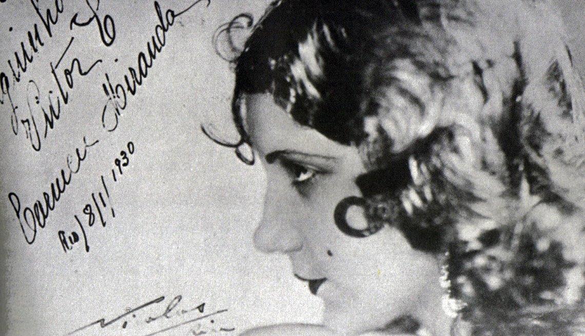 Foto de Carmen Miranda con su autógrafo en 1930