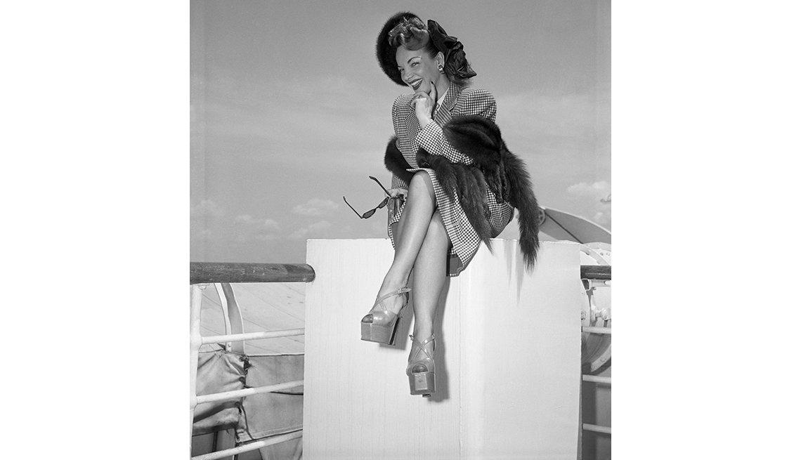 Retrato de Carmen Miranda abordo de un bote