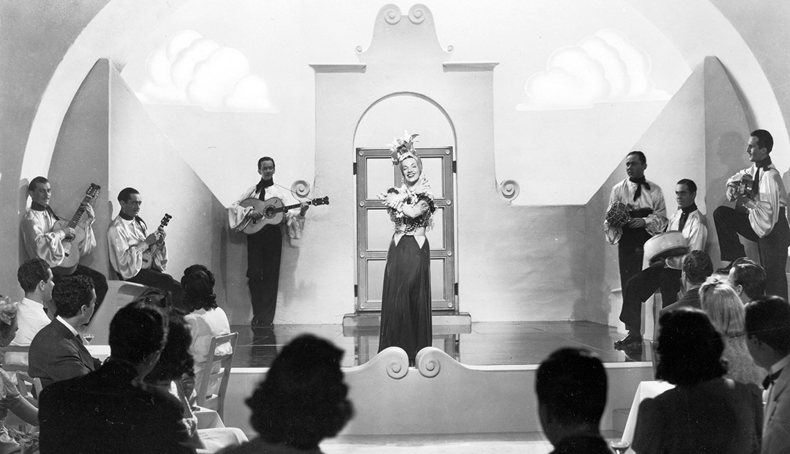 Carmen Miranda en una escena de la película Down Argentine Way