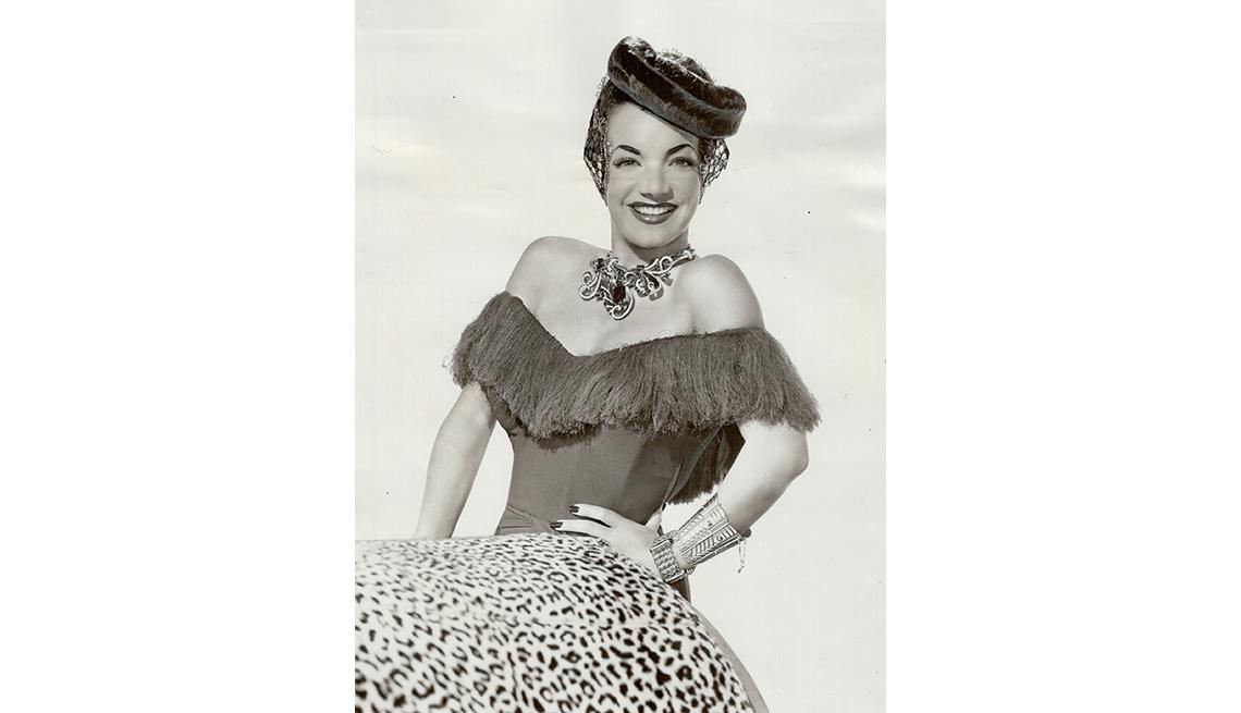 Retrato de Carmen Miranda con sombrero