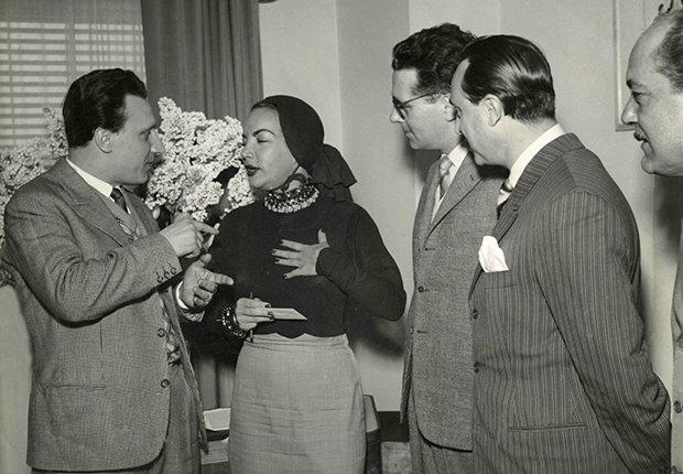 Foto de Carmen Miranda con una pañoleta en al cabeza