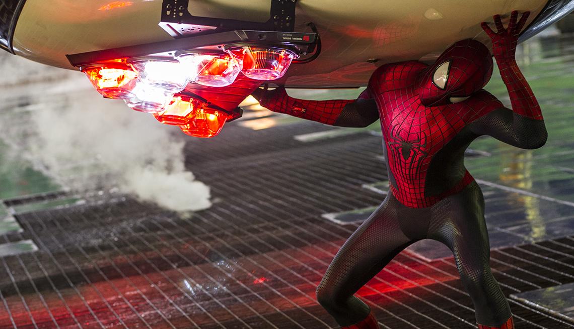 Andrew Garfield como el hombre araña en una escena de 'The Amazing Spider-Man 2'.