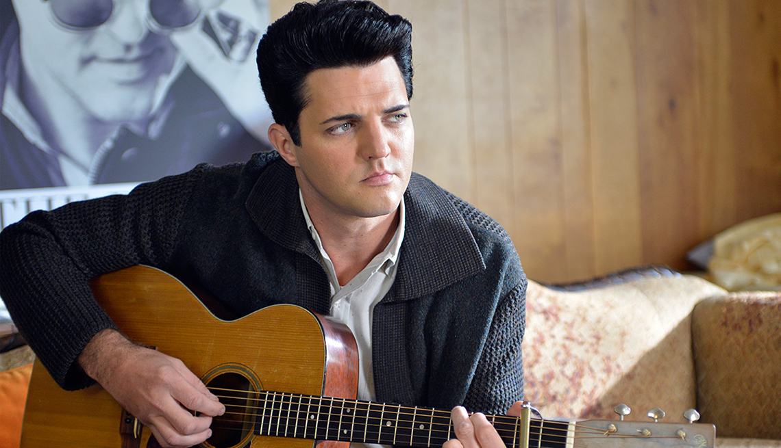 Blake Rayne, Elvis Presley, Guitar Player, en el filme The Identical