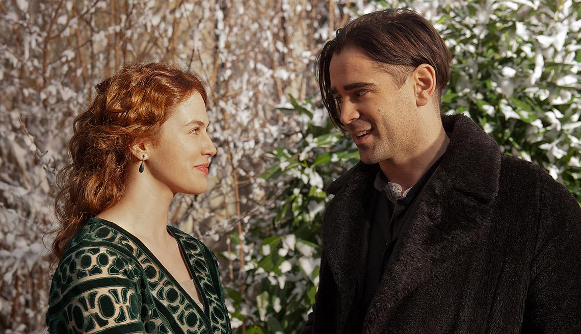 Jessica Brown Findlay y Colin Farrell en una escena de 'The Winter's Tale'.