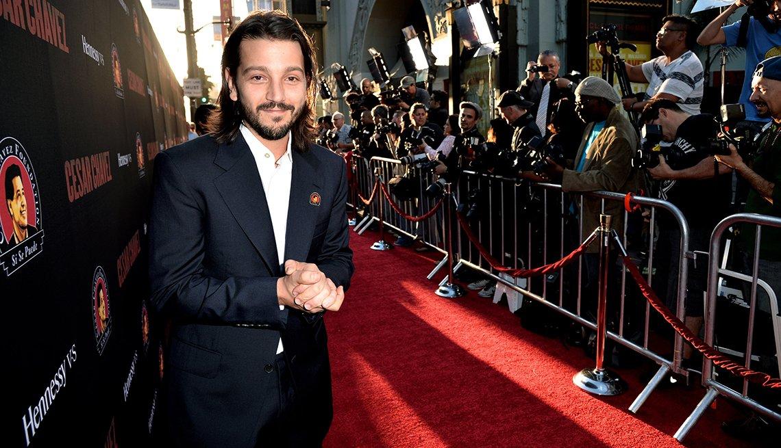 Diego Luna, director de la película César Chávez, durante la alfombra roja de una de las presentaciones del filme.