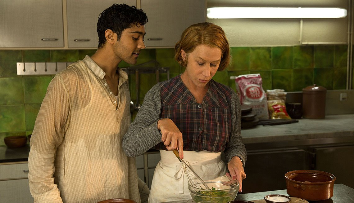 Manish Dayal, Helen Mirren, en la película The Hundred-Foot Journey