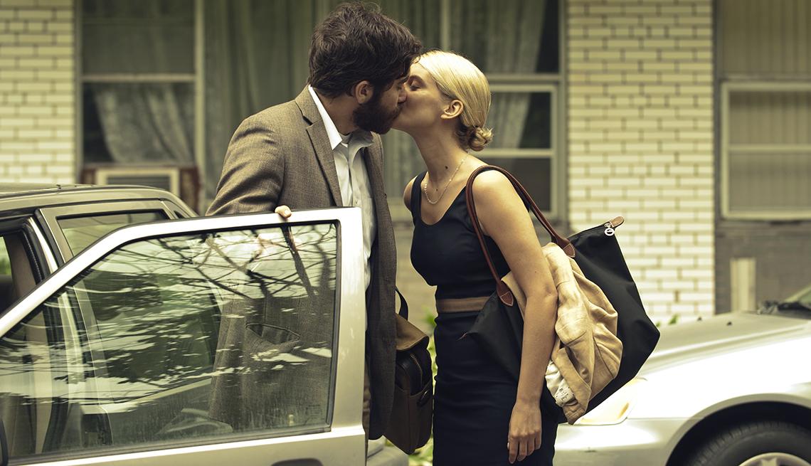 Jake Gyllenhaal y Melanie Laurent en una escena de 'Enemy'.