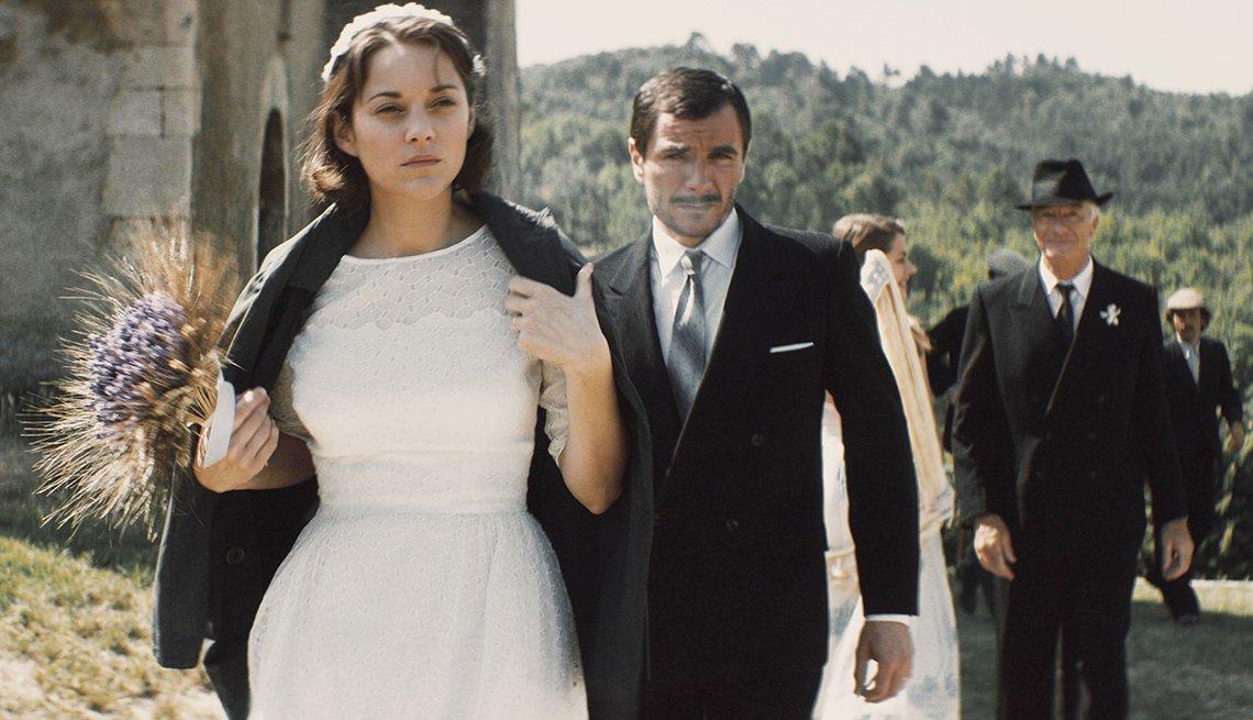 Marion Cotillard y Àlex Brendemühl en una escena de la película From The Land Of The Moon