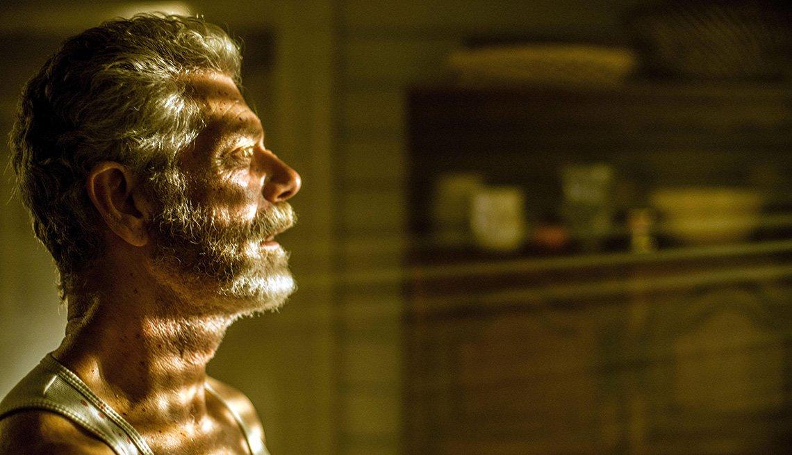 item 2 of Gallery image - Escena de Don't Breathe, películas de terror dirigidas por hispanos