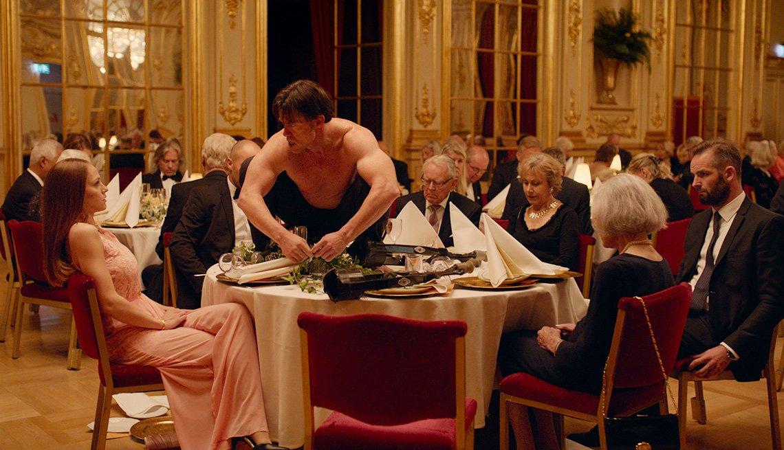 Escena de la película ganadora de la palma de oro en Cannes 2017, The Square