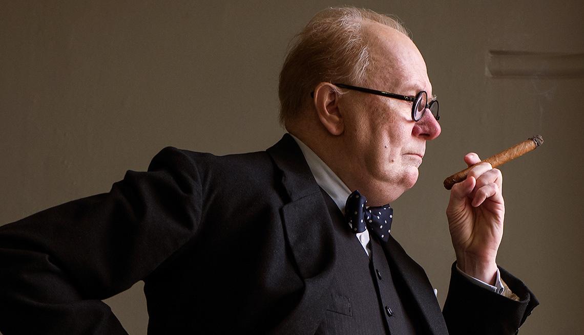 Gary Oldman como Winston Churchill en la película Darkest Hour