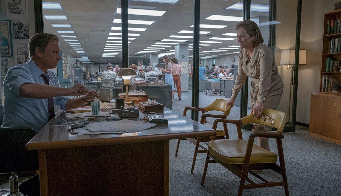 Tom Hanks (como Ben Bradlee) y Meryl Streep (como Kay Graham) en una escena de la película THE POST